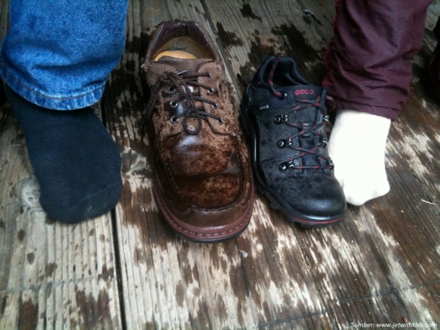 sepatu-basah.jpg