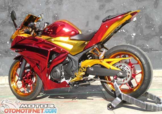 Modifikasi Yamaha R25 2014 Merah Bergaya Iron Man1.jpg